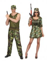 Disfarce de casal militares adultos