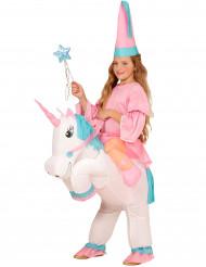 Disfarce princesa às costas de um unicórnio insuflável menina