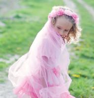 Coroa flores cor-de-rosa com véu menina