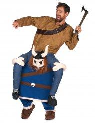 Disfarce homem ás costas de um viking adulto