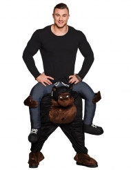 Disfarce homem às costas de um gorila adulto