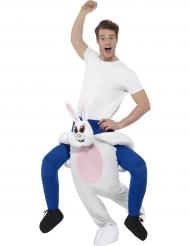 Disfarce homem às costas de um coelho adulto