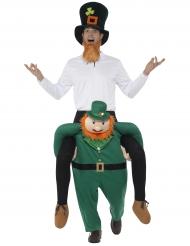 Disfarce homem às costas de um Leprechaun adulto São Patrício