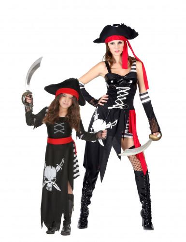 Disfarce de casal pirata para mãe e filha