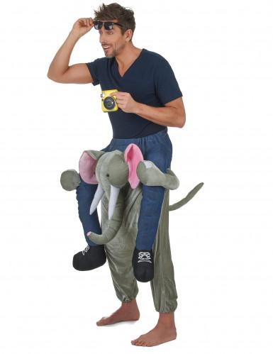 Disfarce homem as costas de um elefante adulto-1