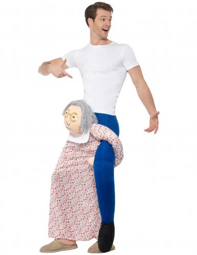 Disfarce homem às costas de uma avó adulto-1
